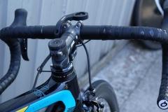 Bici Argon con potencia FSA OS 99 y soporte para ciclocomputador Garmin.