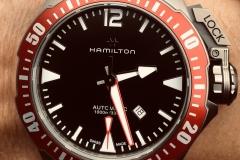 Hamilton Frogman Calibre H-10, de tres agujas con función de fecha en las 4h30.