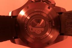 Detalle del fondo del reloj, en la que se puede ver la escafandra de este Hamilton Frogman.